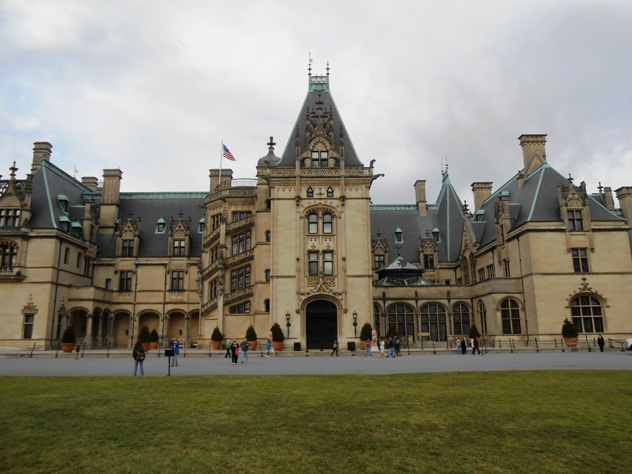 exterior of asheville biltmore estate