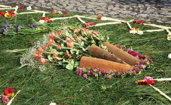 semana santa alfombra flowers