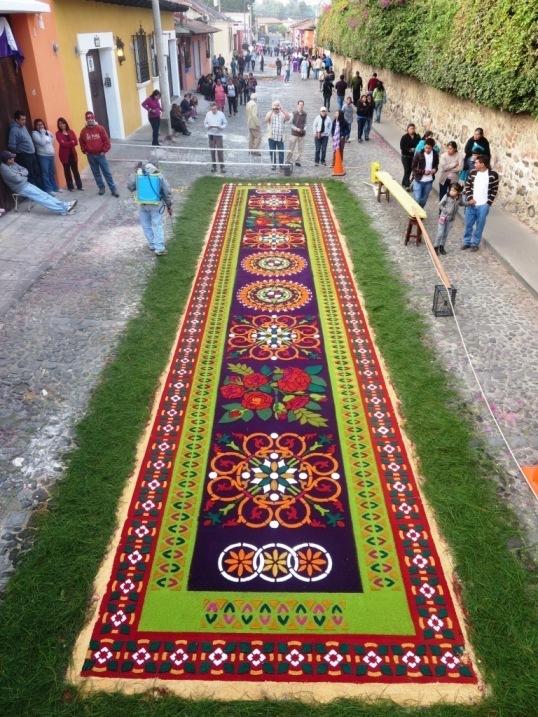 alfombra carpet antigua guatemala sawdust semana santa