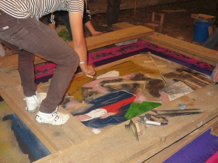 making semana santa carpets