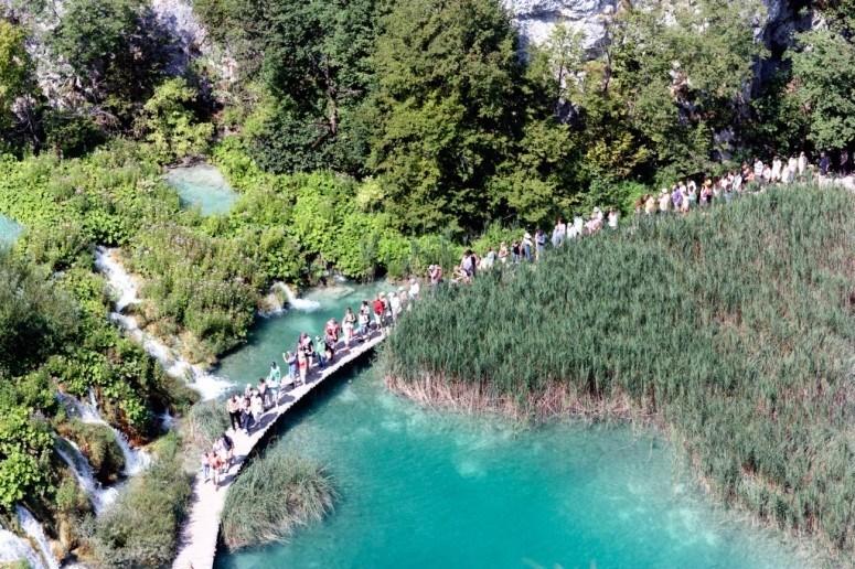 plitvice lakes national park crowds