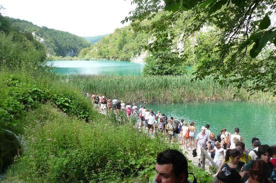 crowds in plitvice national park