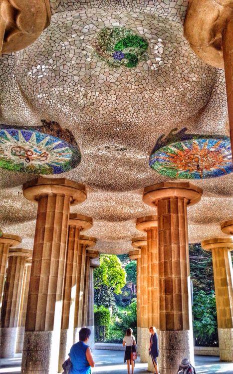 parc guell columns