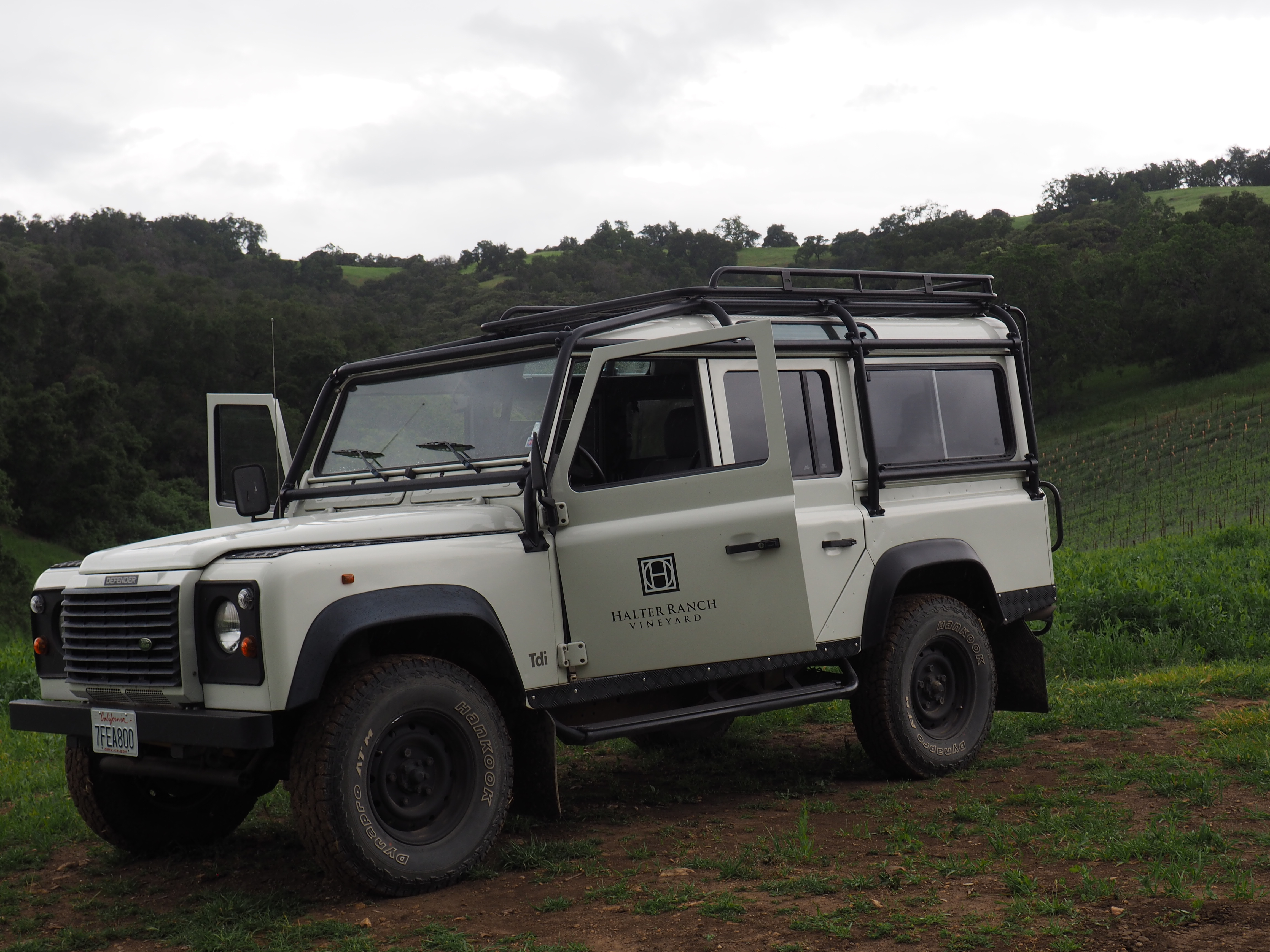 wine tasting in paso robles / land rover at halter ranch vineyard excursion tour