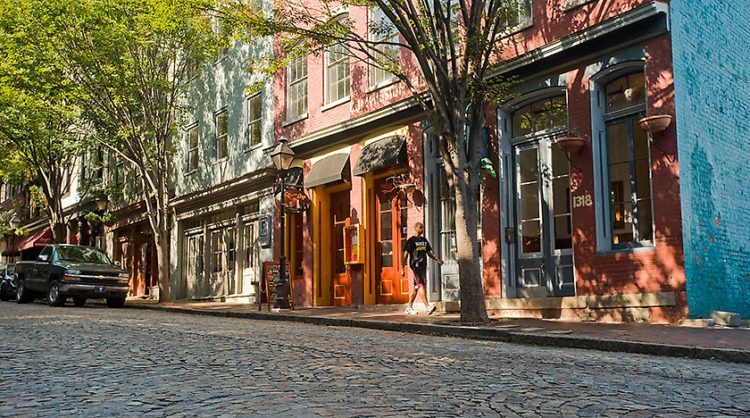 cobblestone streets in shockoe bottom in richmond va
