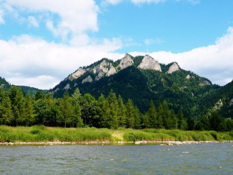 Rafting the Dunajec River on the way to Szczawnica