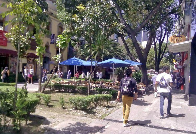 zona rosa mexico city street scene