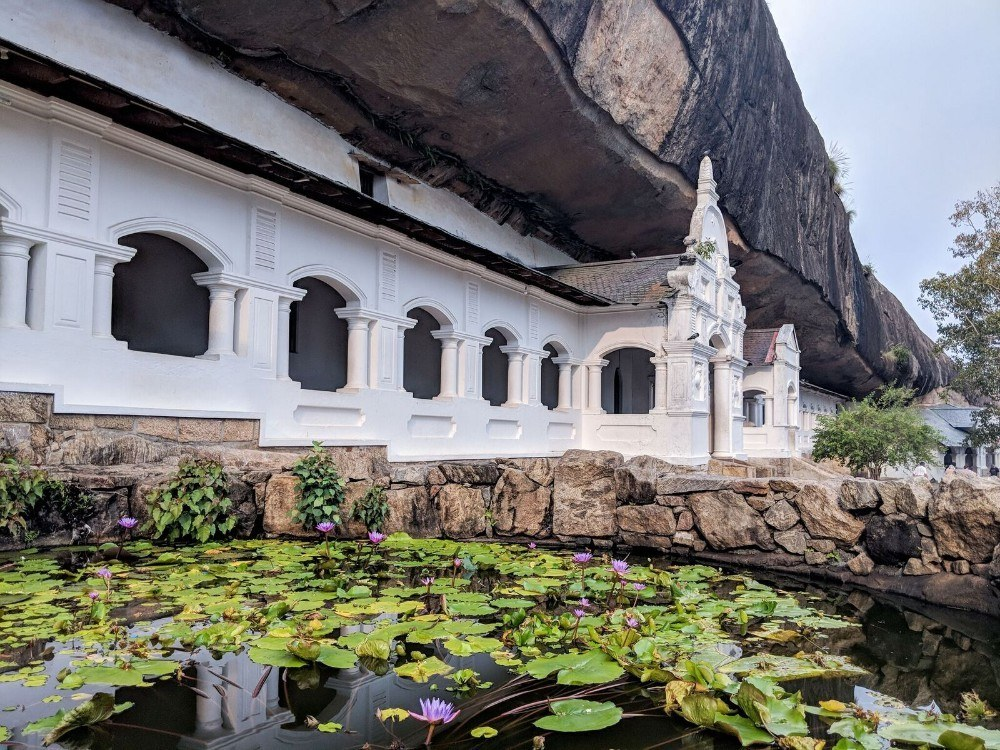 outside of dambulla cave temple