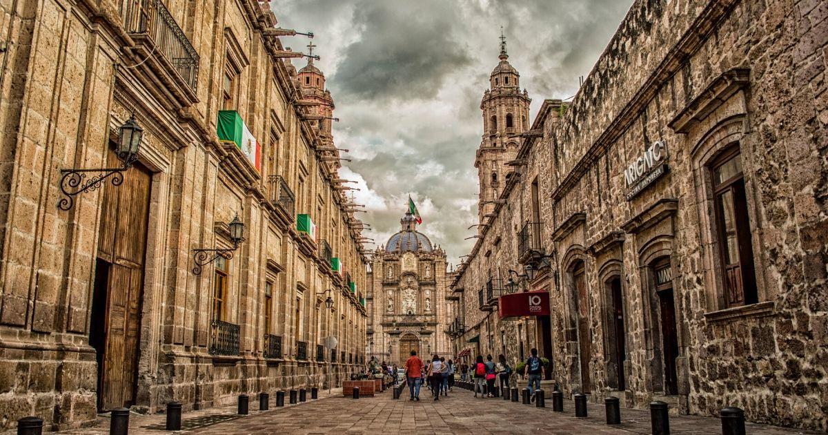 cobblestone streets in mexico city