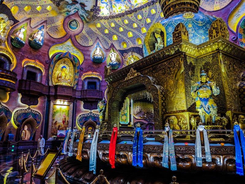 10000 budhas usnisa palace