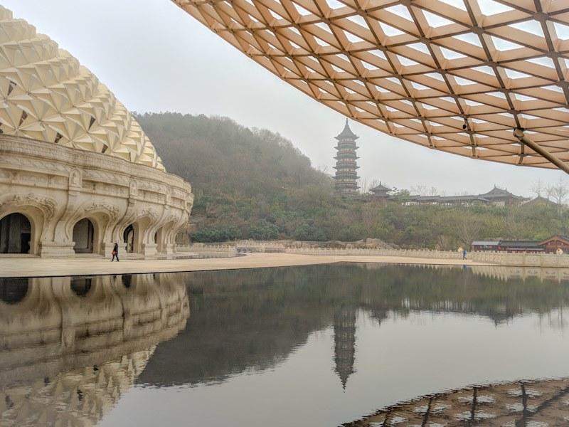 usnisa pagoda reflecting pool