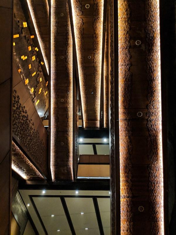 usnisa palace escalators