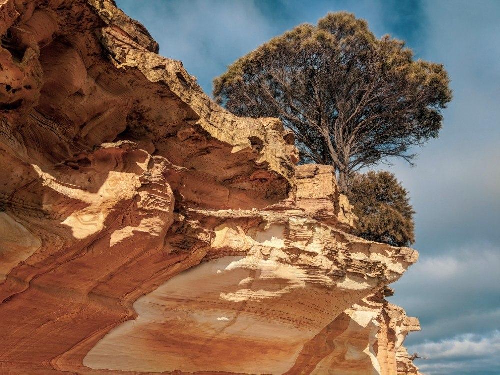 maria island painted cliffs