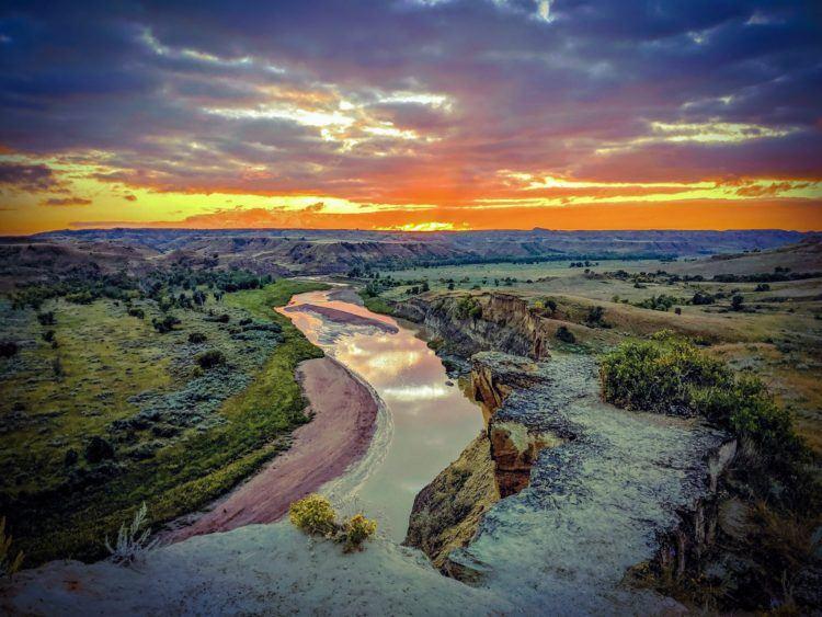 sunset over missouri river north dakota