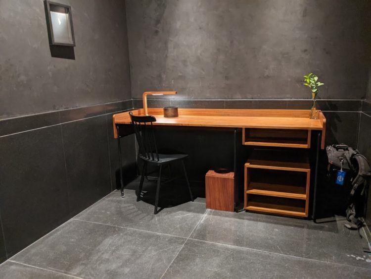 desk in hotel umbral