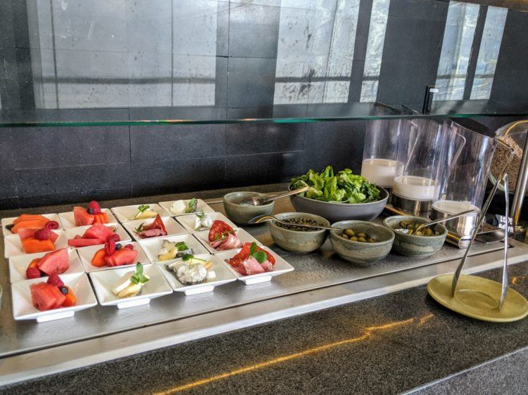 breakfast buffet at hotel umbral mexico city