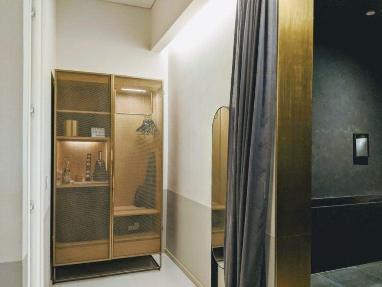 closet in hotel umbral