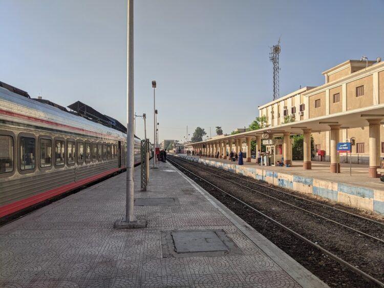 luxor train platform