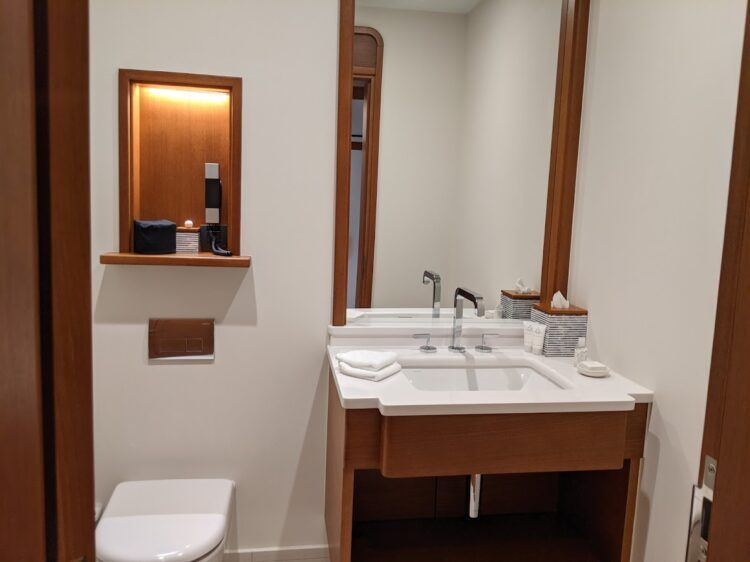 picture of toilet and sink